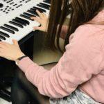 ピアノ女子