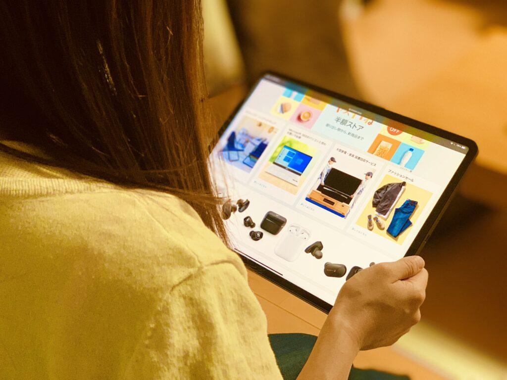 iPad Pro12.9インチモデル手持ち