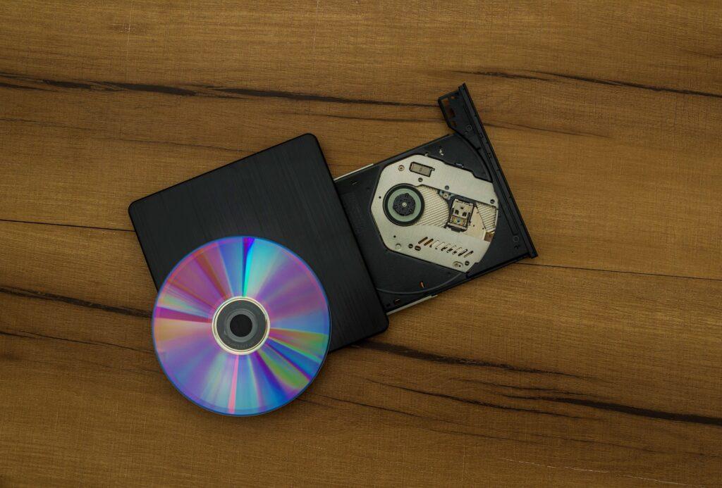 外付けDVDドライブとディスク